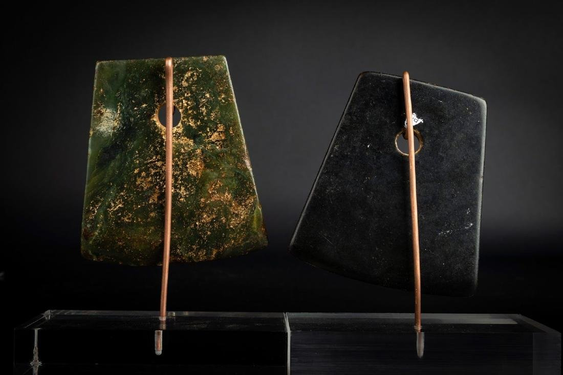 Arte Cinese  Two Chinese Neolithic jade axes . - 4