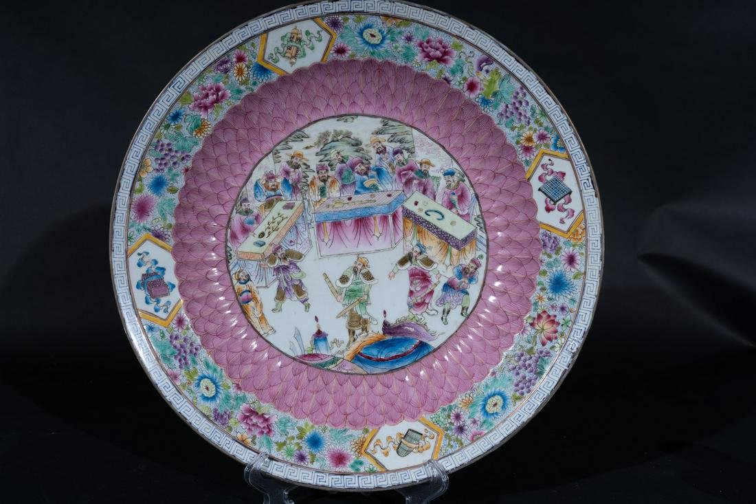 Arte Cinese  A large famille rose porcelain dish China,
