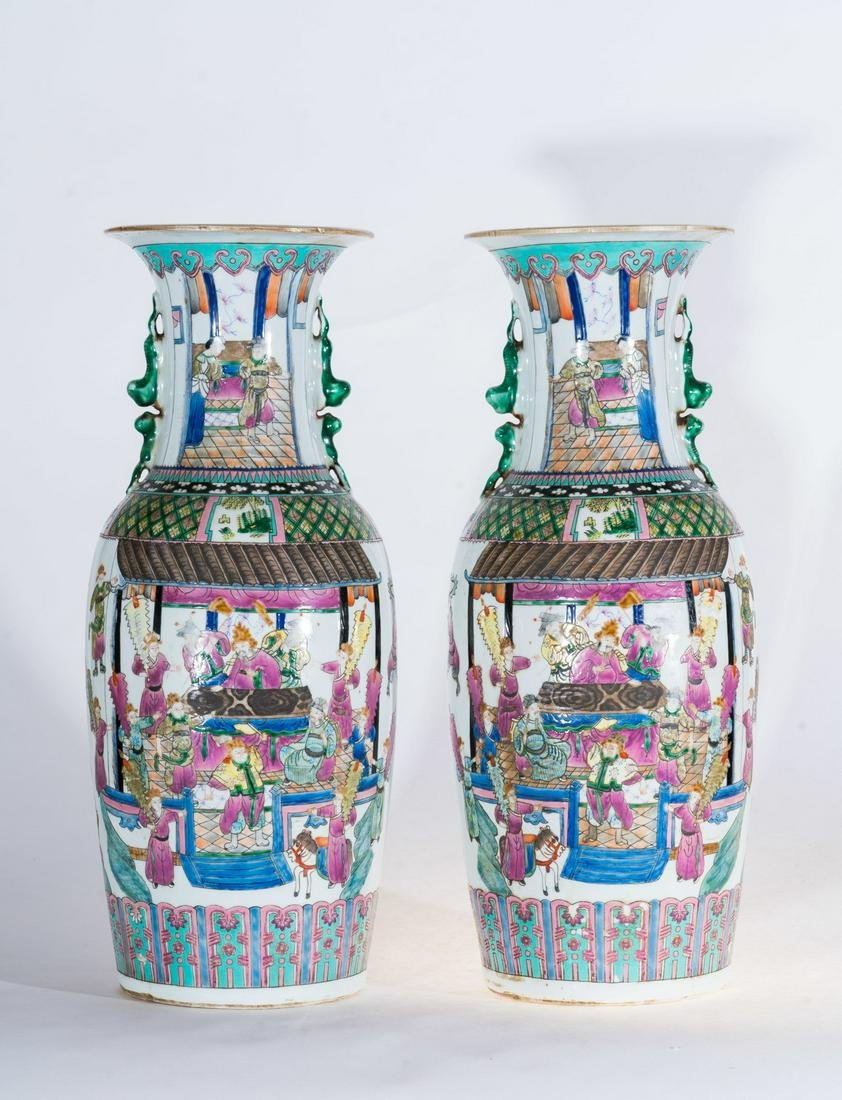 Arte Cinese  A pair of large famille rose porcelain