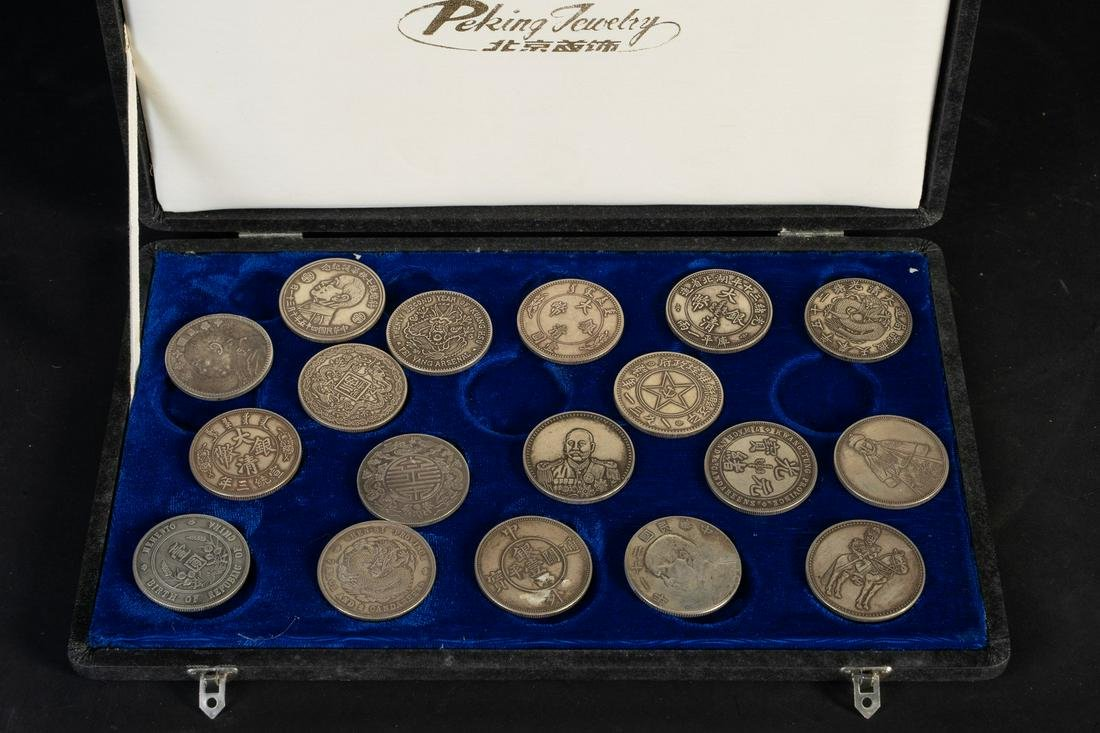 Arte Cinese  A collection of 18 silver coinsChina, Qing