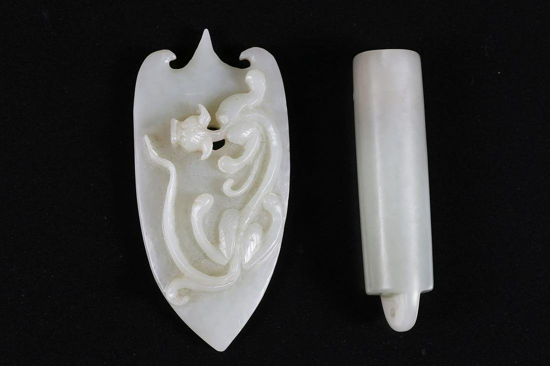 Arte Cinese  Two celadon jade carvings: a cylindrical
