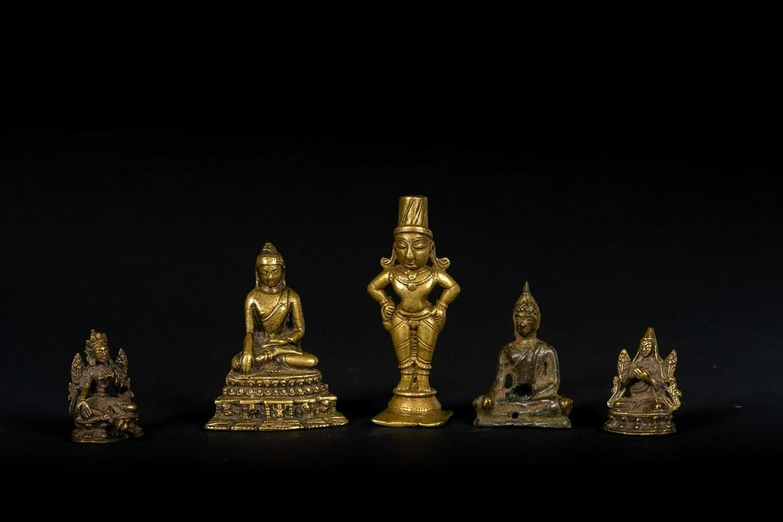 Arte Himalayana A group of five bronze figures: four