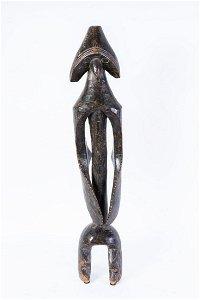 Arte africana  A monumental iagalagana figure,