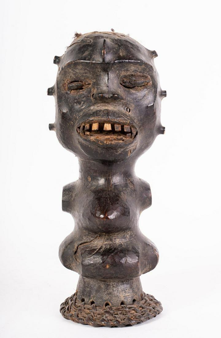 Arte africana Leather headdress, EkoiNigeria.