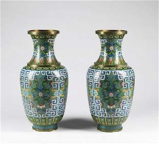 Arte Cinese  A pair of large cloisonné vases decorated