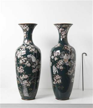 ARTE GIAPPONESE  A pair of monumental cloisonnè vases