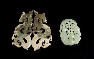 Arte Cinese  Two jade pendants carved with dragons and