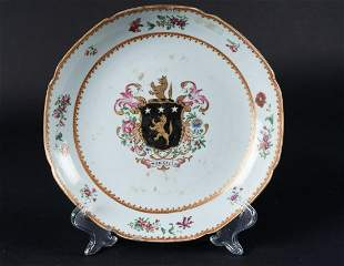 Arte Cinese A Chinese export Armorial porcelain dish