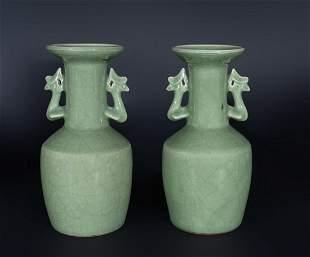 Arte Cinese A pair of celadon glazed pottery vases