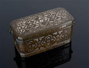 Arte Islamica A metal betel box with floral silver