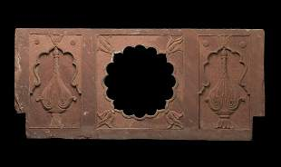 Arte Islamica A Mughal red sandstone Chini Kana panel