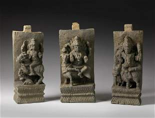Arte Indiana A set of three wooden panels carved with