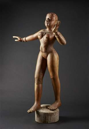 Arte Indiana A large wooden female figure India, 19th