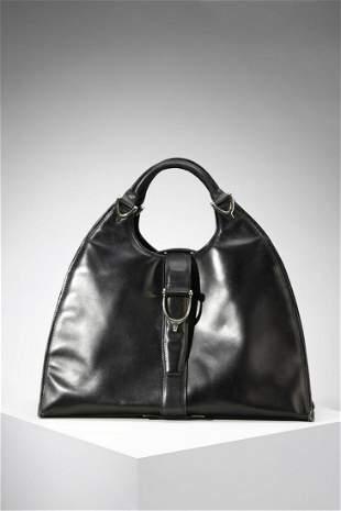 GUCCI Black leather handbag.