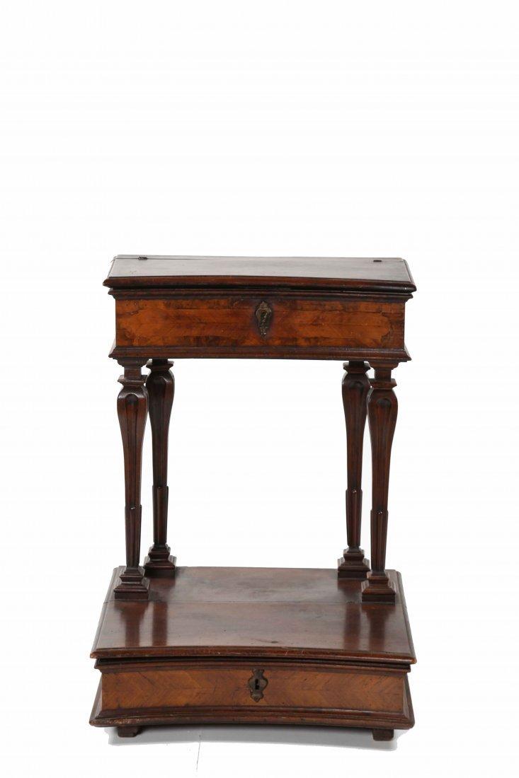 XVIII CENTURY ITALIAN MANUFACTURE Kneeling stool in