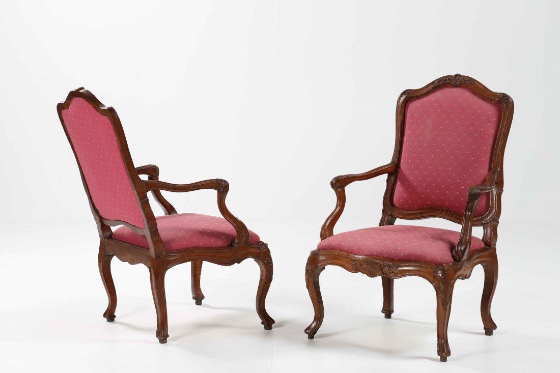 XVIII CENTURY GENOESE MANUFACTURE Elegant pair of