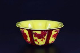 Arte Cinese A Yellow Ground Beijing Glass Cup With A