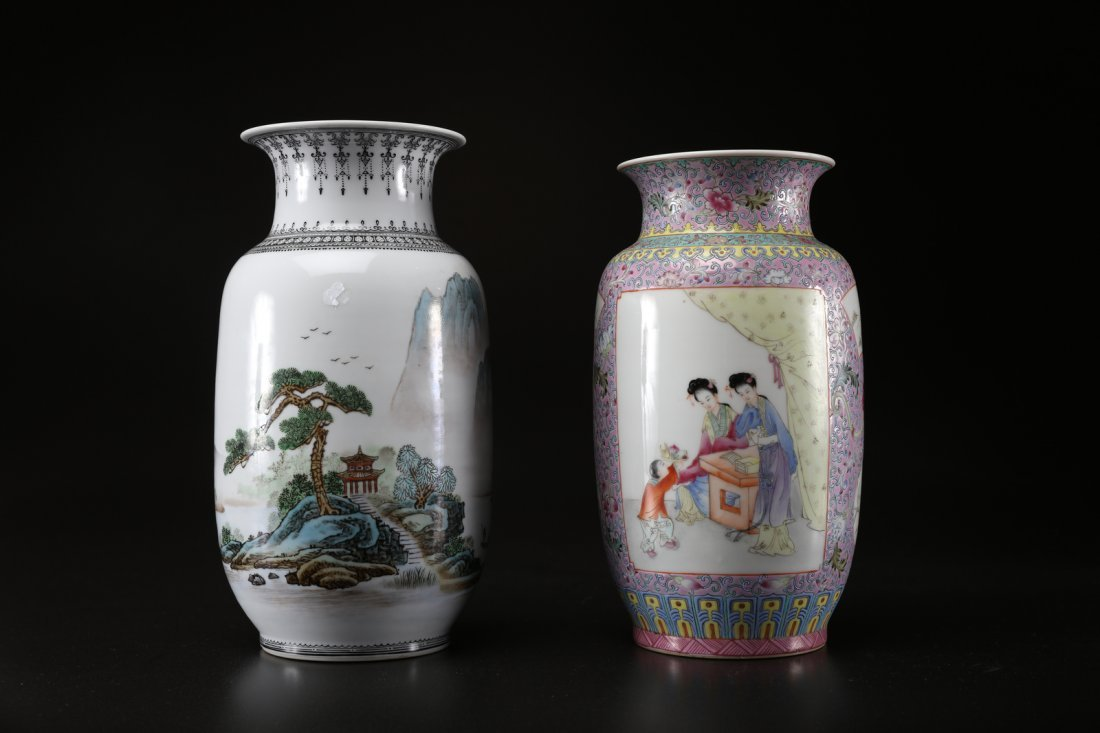 Arte Cinese Two polychrome porcelain vases decorated