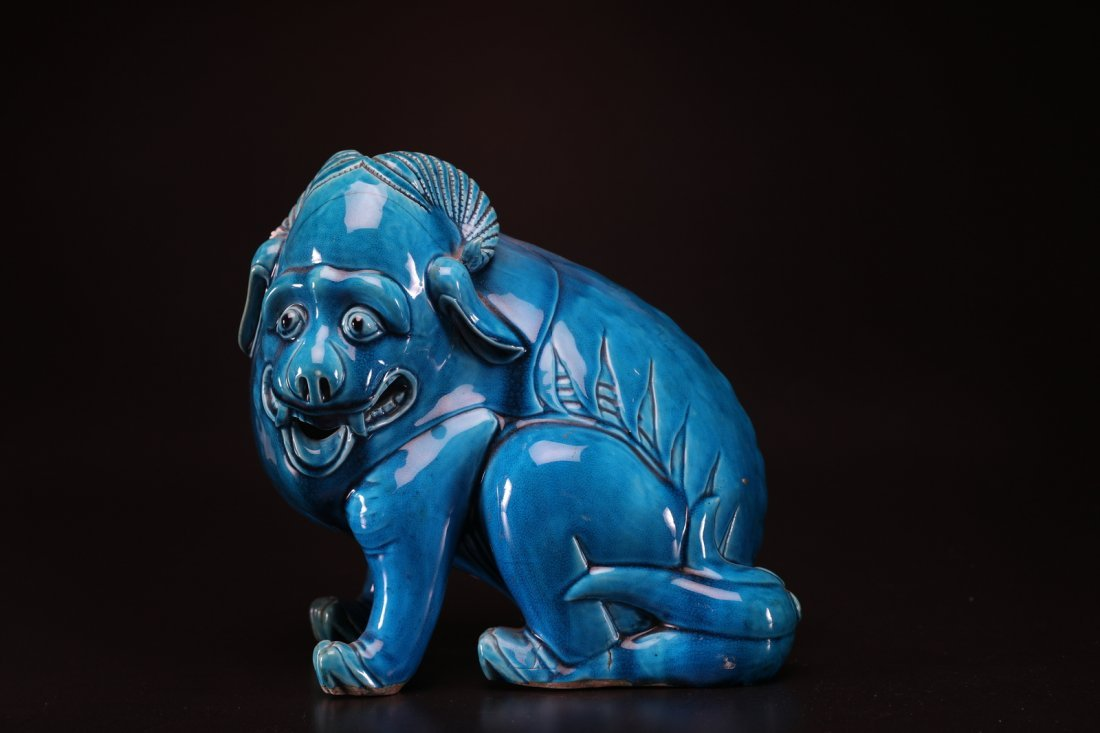 Arte Cinese A turquoise glazed porcelain sculpture