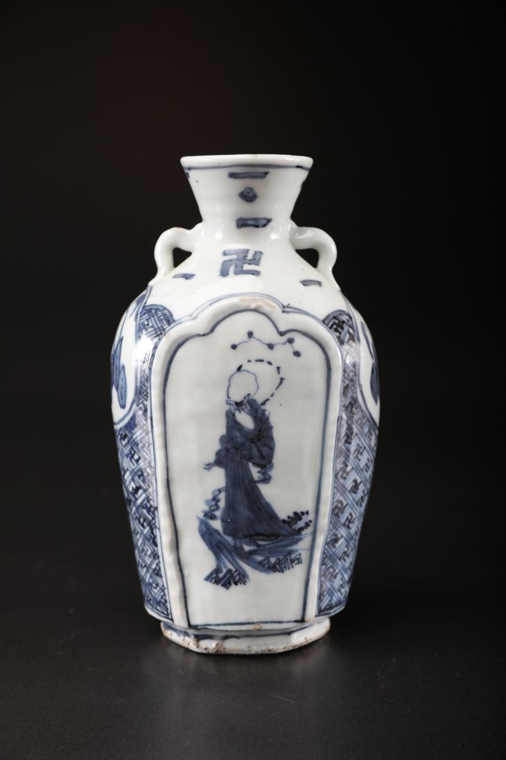 Arte Cinese A blue and white porcelain vase for the