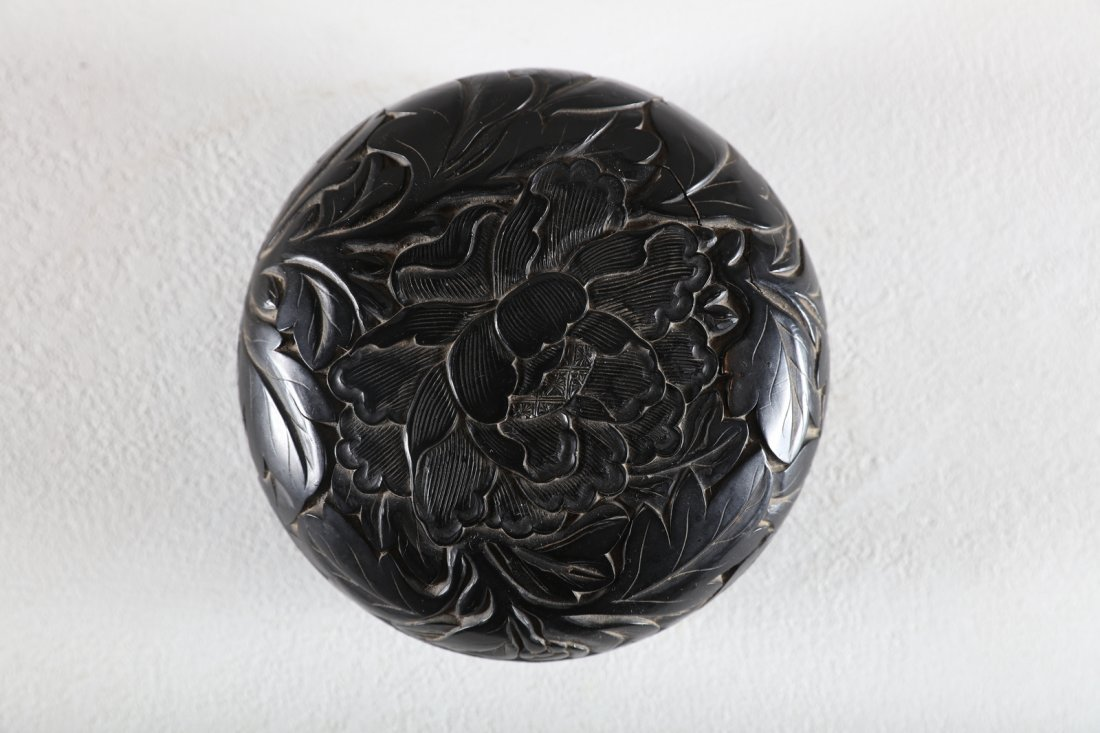 Arte Cinese A rare black lacquer on wood round box and