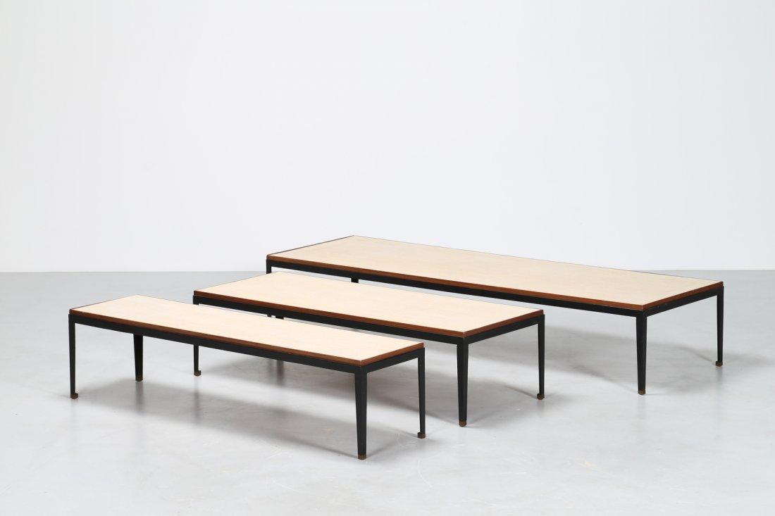 GASTONE RINALDI Tris di tavolini in metallo laccato e