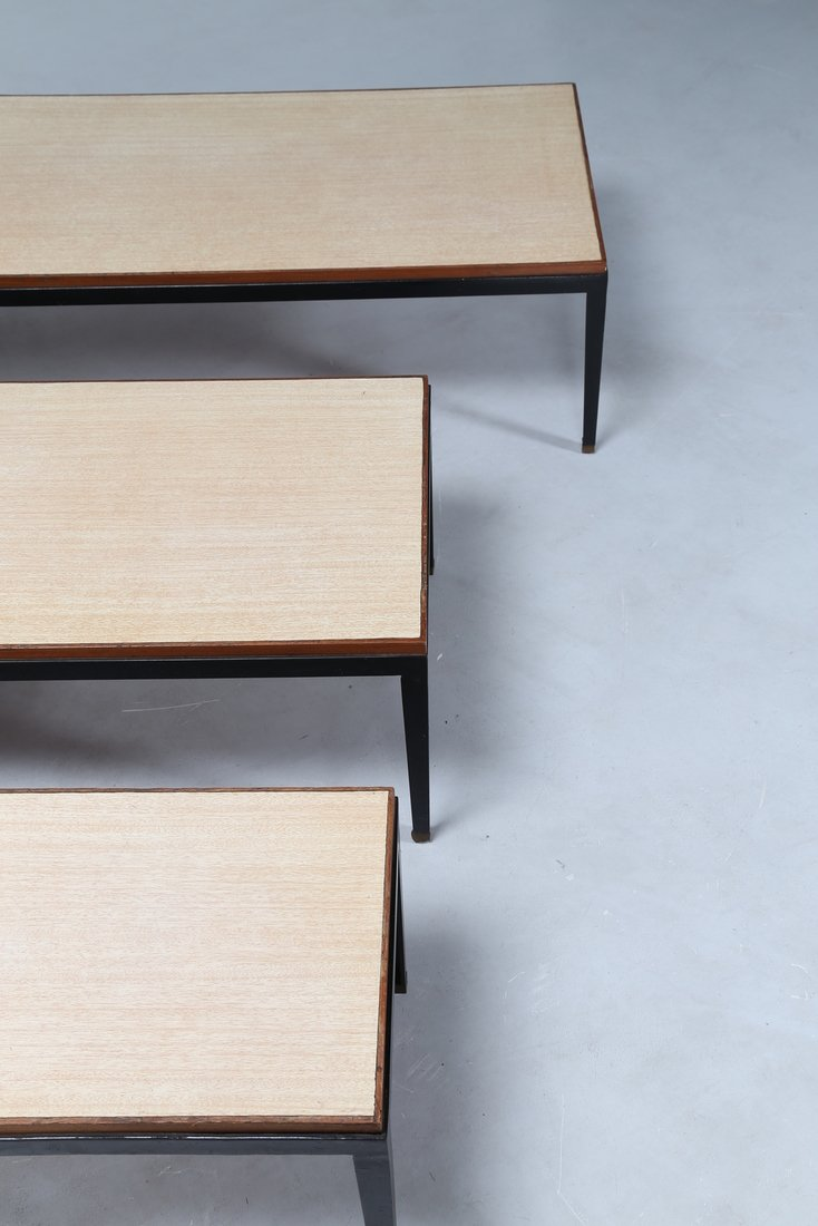 GASTONE RINALDI Tris di tavolini in metallo laccato e - 3