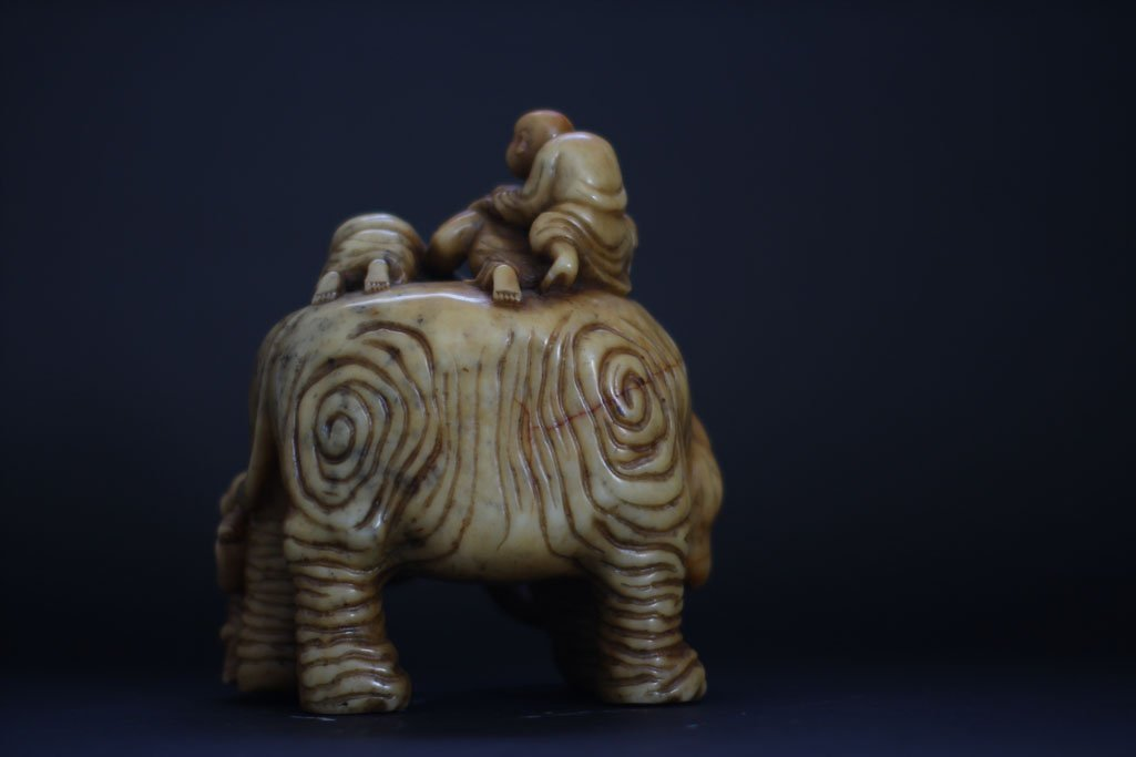 Chinese jade elephant, with five child giving shower - 3