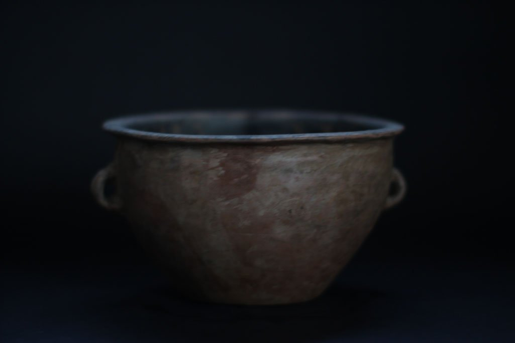 ancient chinese bowl with drawing inside