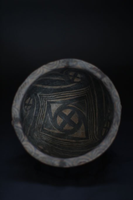 ancient chinese bowl with drawing inside - 2