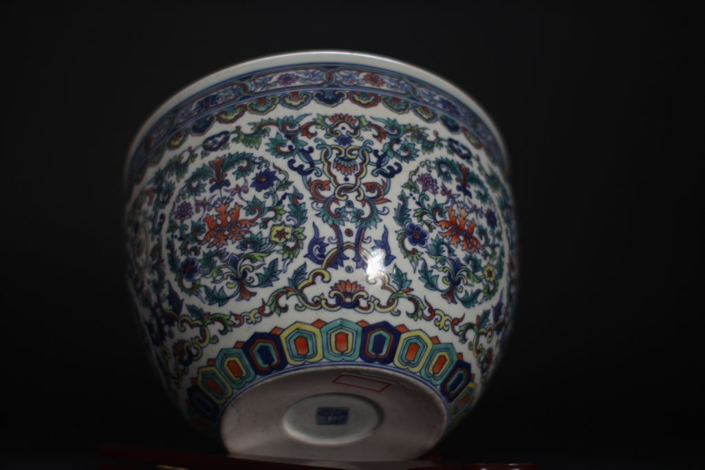 chinese antique jar with  beautiful garden painting
