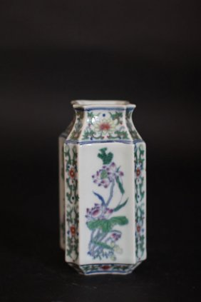 Chinese Octagon Flower Vase With Flower Art Works