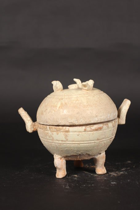 chinese ancient porcelain pot with cover
