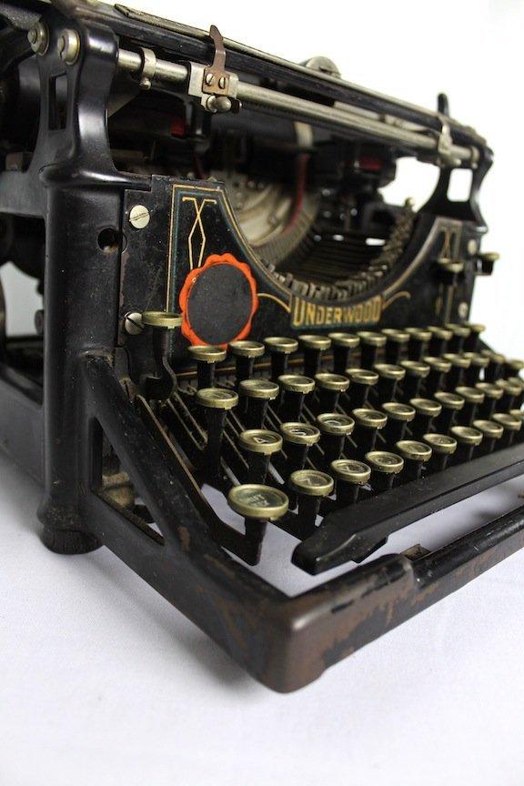 Vintage 1920's  Underwood Typewriter