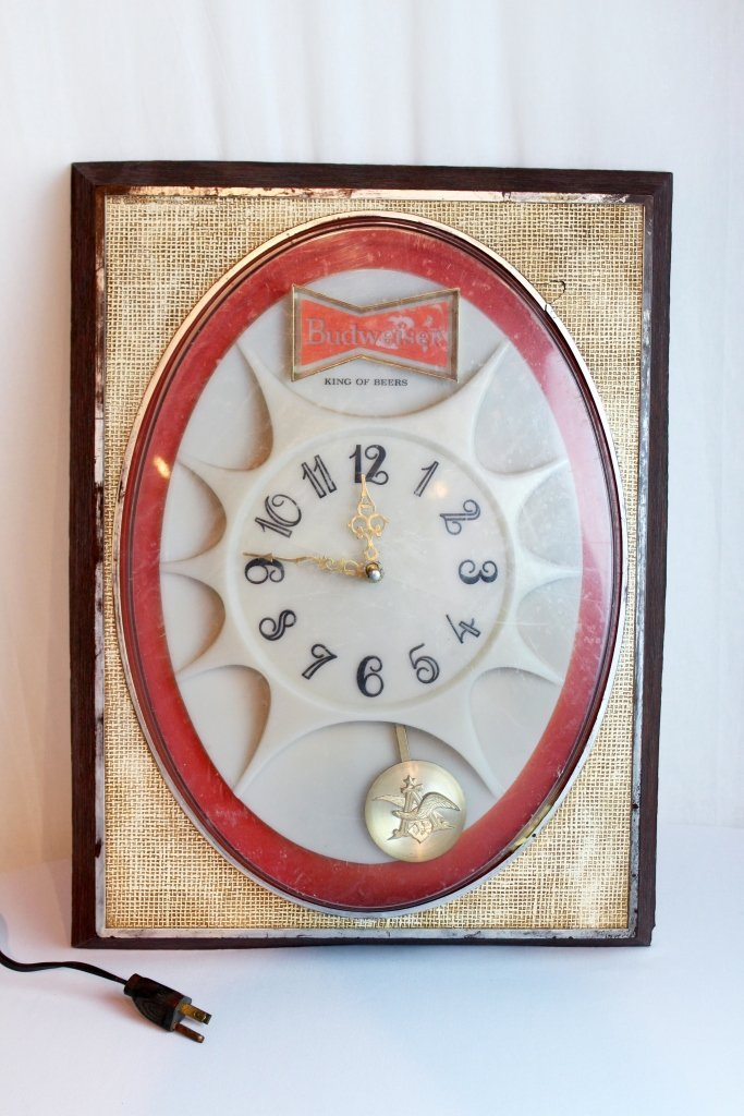 Vintage 1971 Budweiser Light Up Pendulum Clock