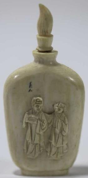 CHINESE ANTIQUE HAND CARVED SNUFF BOTTLE