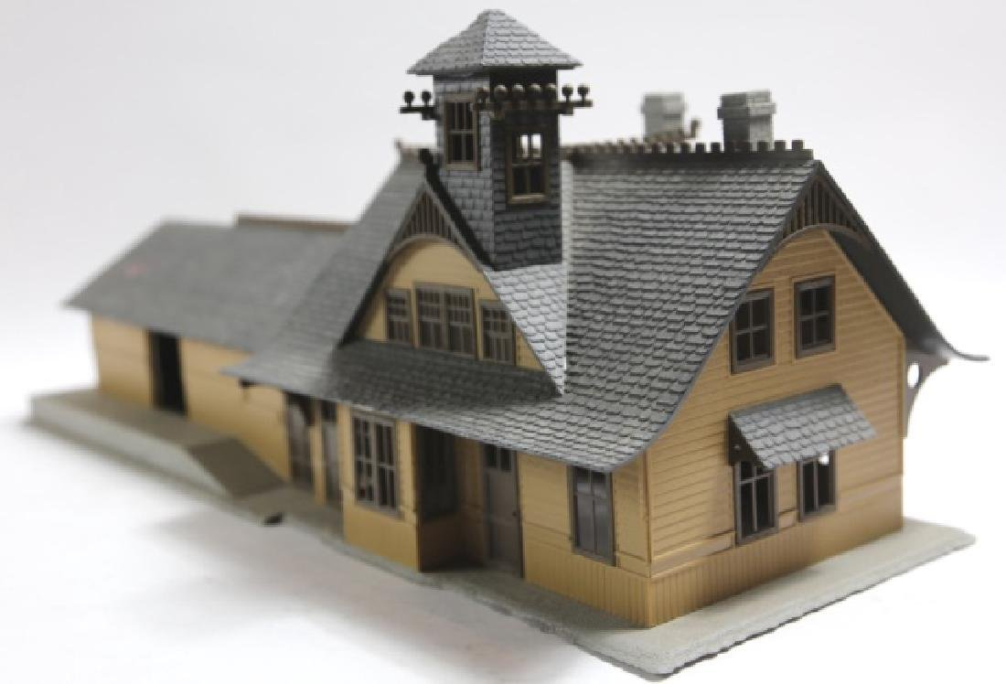 O SCALE TRACK FACTORY W/ CEO CROWS NEST TOWER
