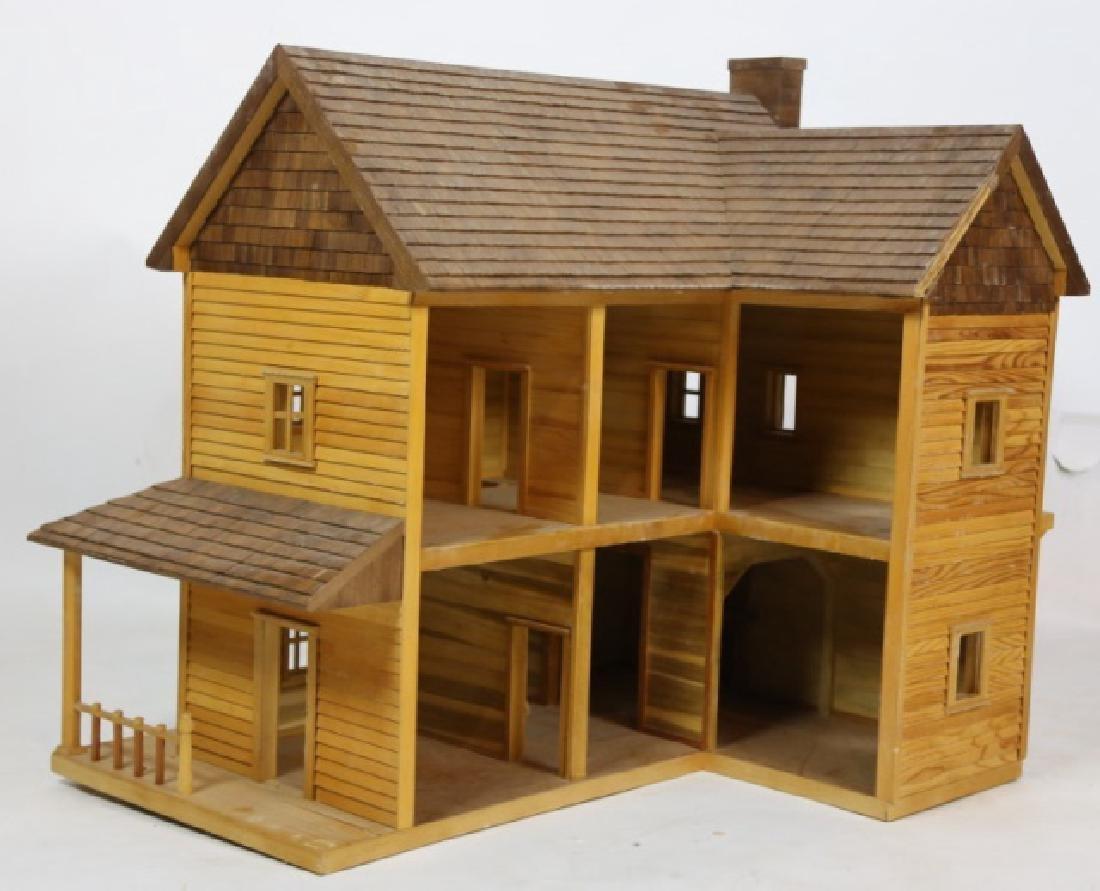 VERY FINE CUSTOM PLAY / DOLL HOUSE
