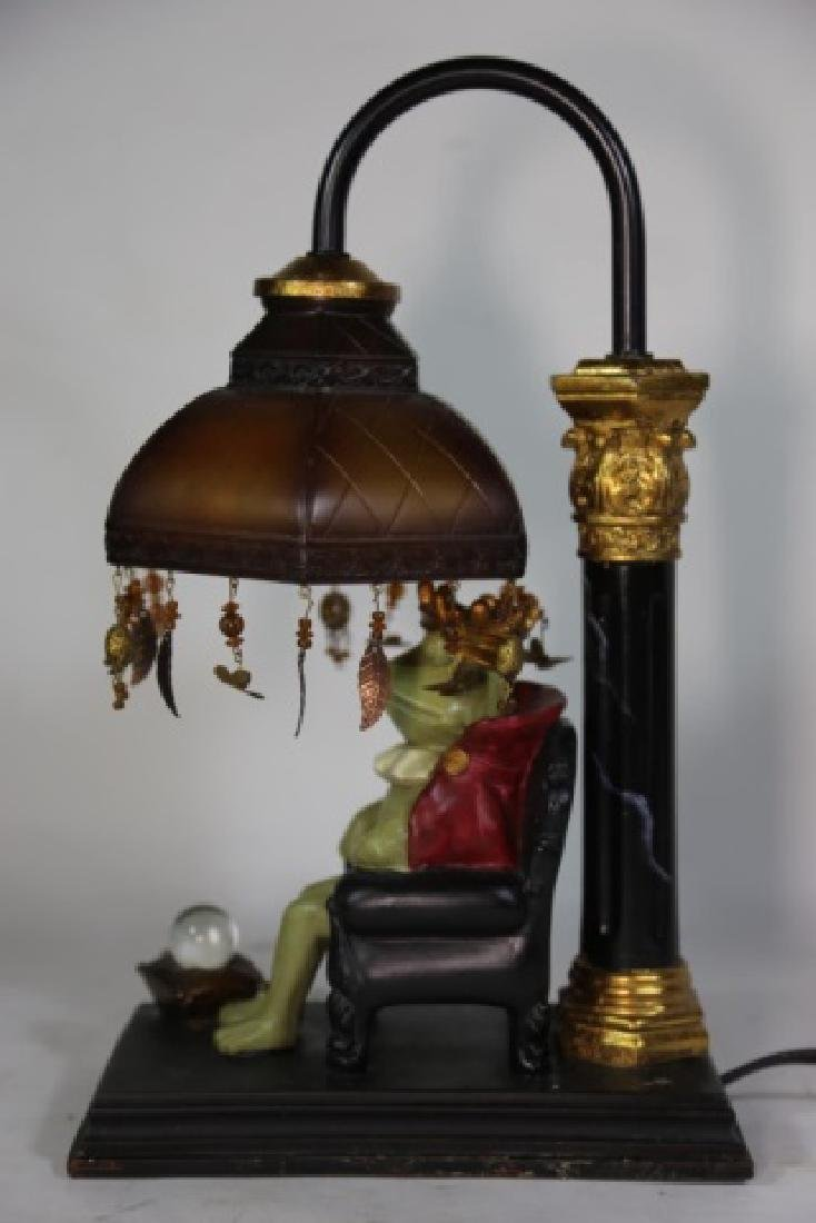 FINE DECORATIVE FROG KING LAMP