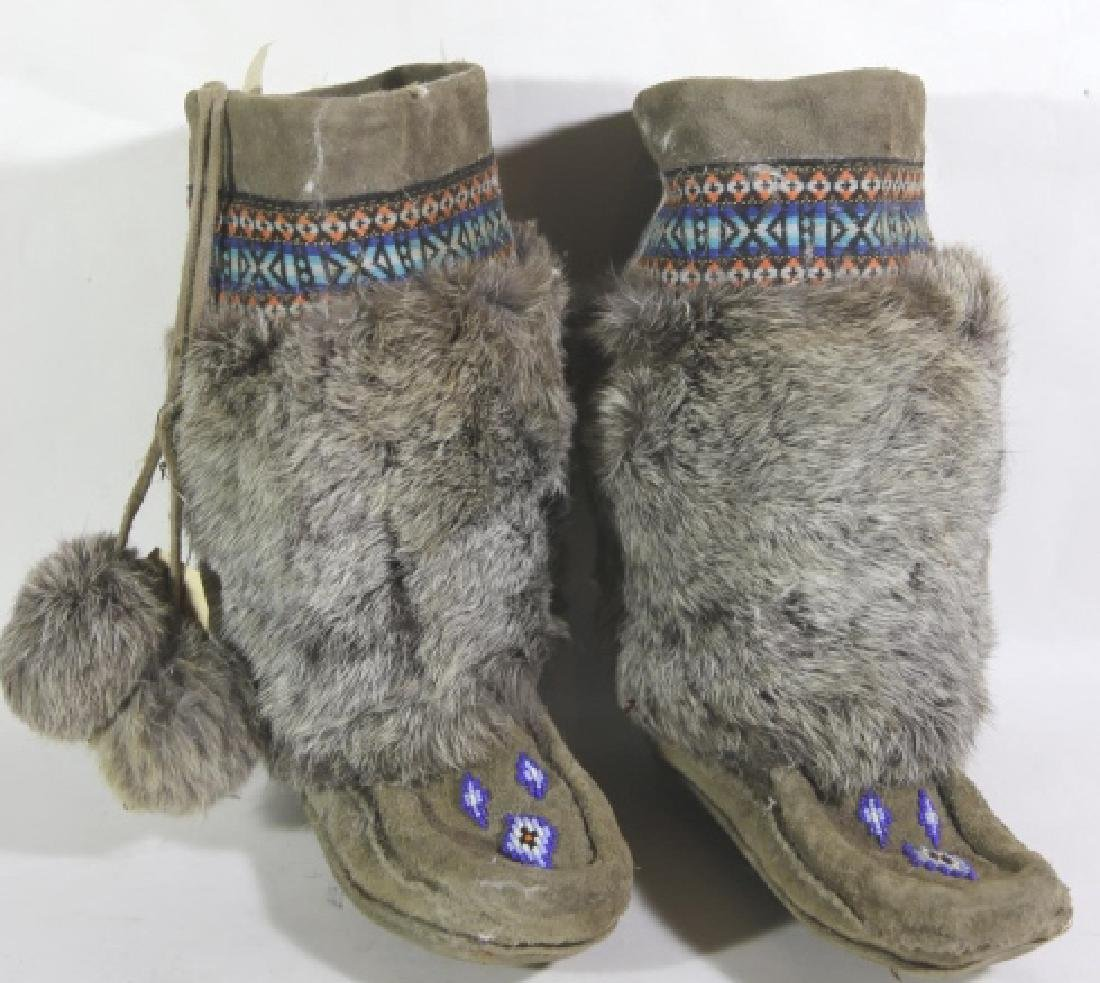 NATIVE AMERICAN HAND BEADED / FUR MOCCASIN BOOTS