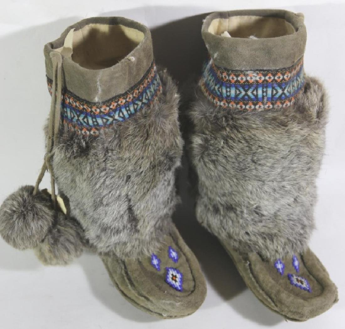 NATIVE AMERICAN HAND BEADED / FUR MOCCASIN BOOTS - 2