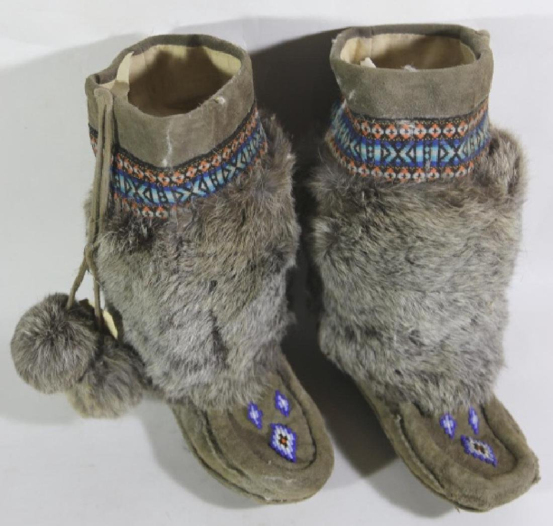 NATIVE AMERICAN HAND BEADED / FUR MOCCASIN BOOTS - 3