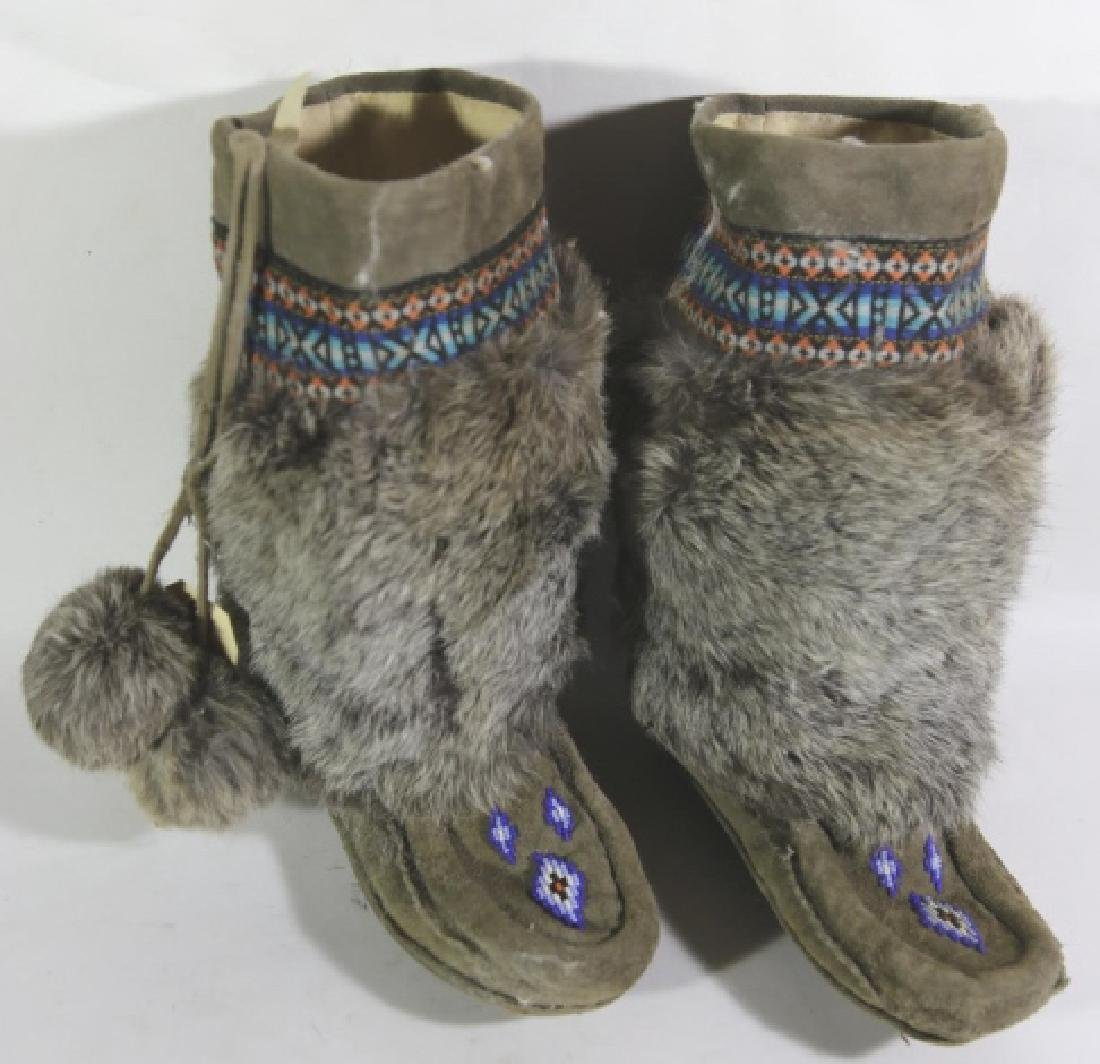 NATIVE AMERICAN HAND BEADED / FUR MOCCASIN BOOTS - 5