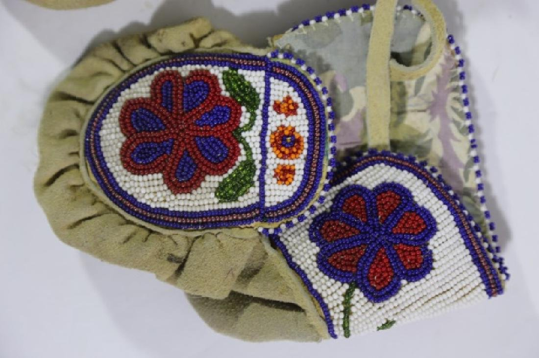 NATIVE AMERICAN HAND BEADED CHILDRENS MITTENS - 2