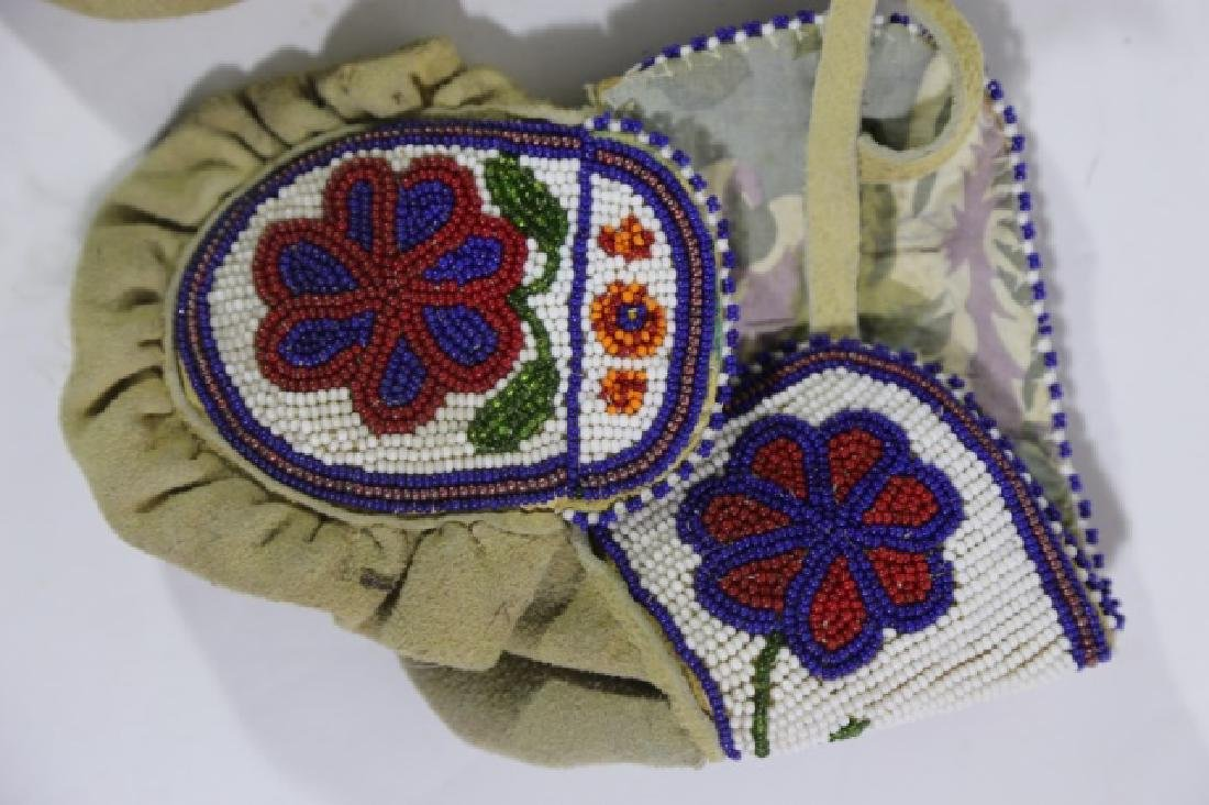 NATIVE AMERICAN HAND BEADED CHILDRENS MITTENS - 3