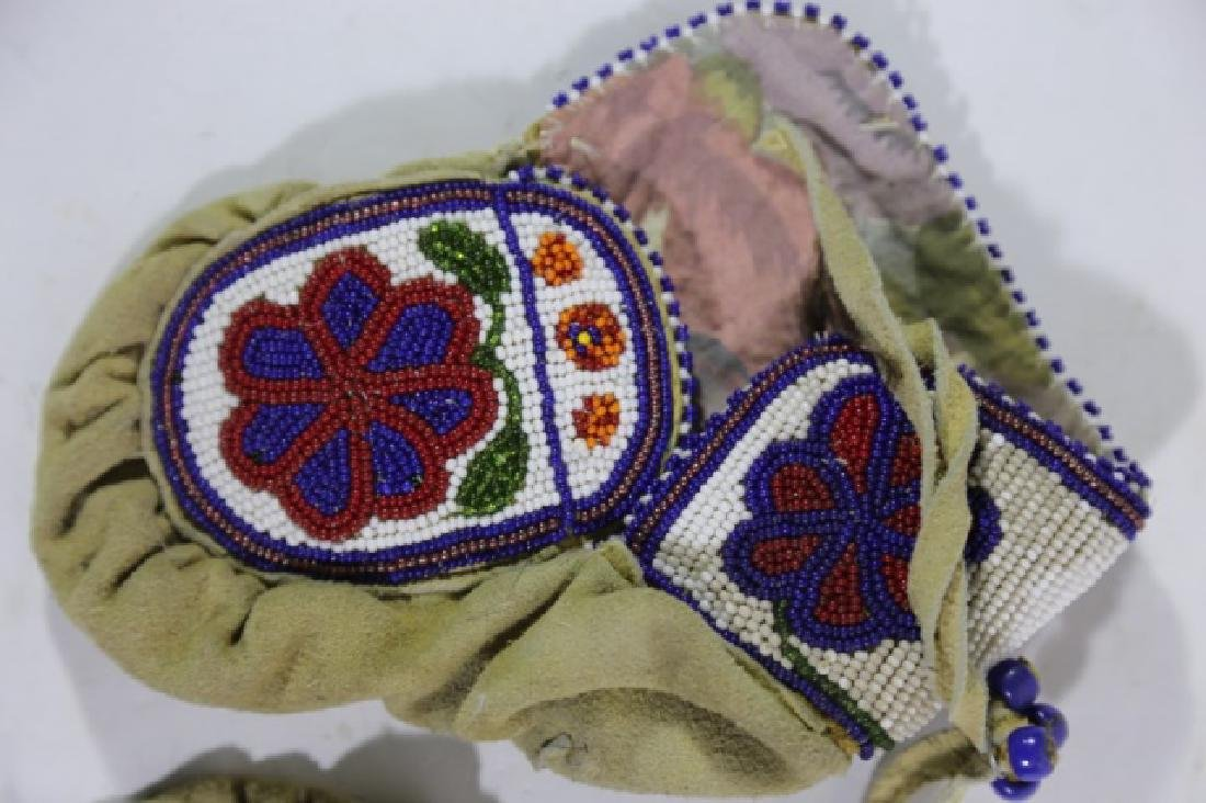 NATIVE AMERICAN HAND BEADED CHILDRENS MITTENS - 4