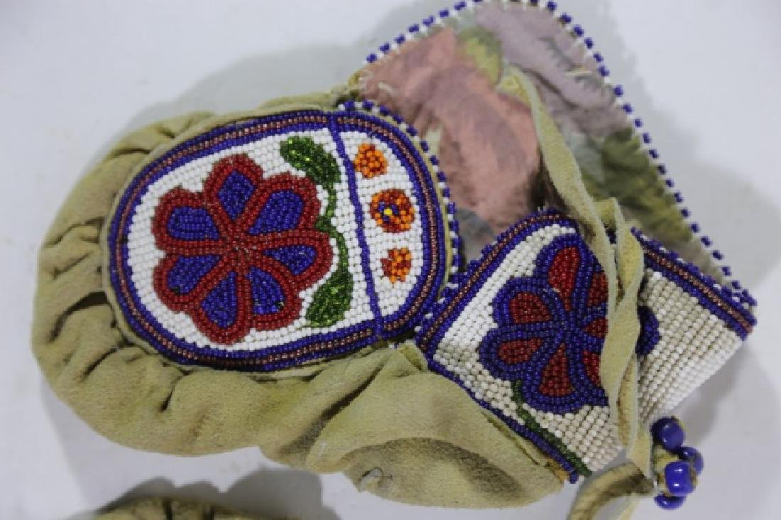NATIVE AMERICAN HAND BEADED CHILDRENS MITTENS - 5