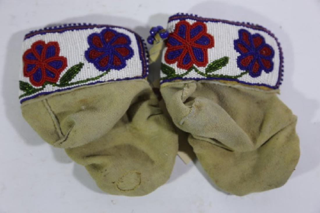 NATIVE AMERICAN HAND BEADED CHILDRENS MITTENS - 6