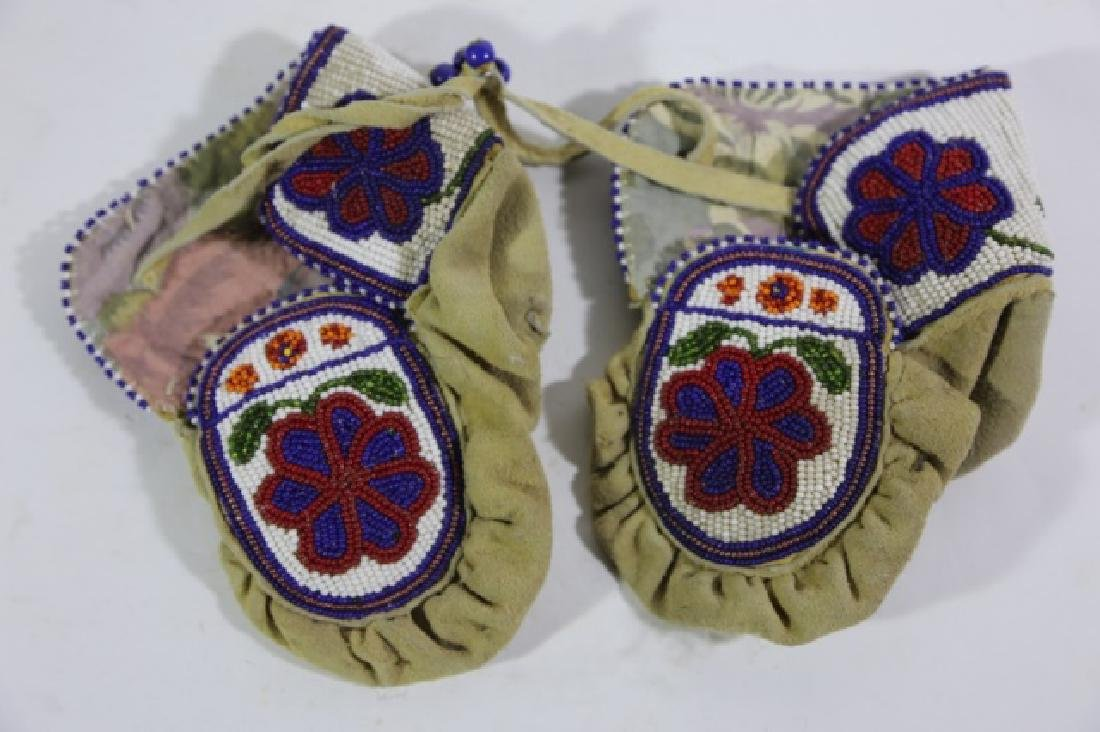 NATIVE AMERICAN HAND BEADED CHILDRENS MITTENS - 7