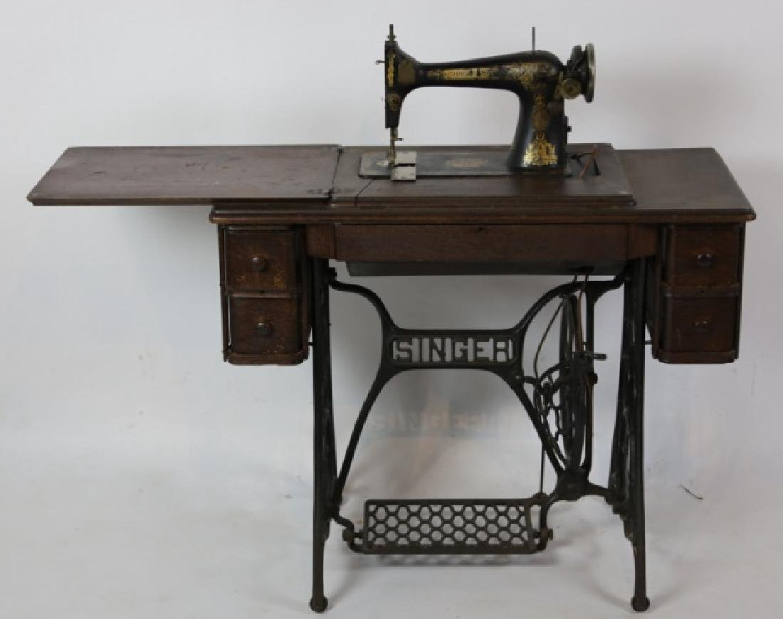 SINGER ANTIQUE SEWING MACHINE & CABINET